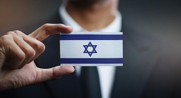 Homem negócios, segurando, cartão, de, bandeira israel