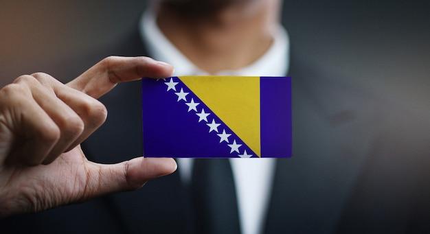 Homem negócios, segurando, cartão, de, bósnia herzegovina, bandeira