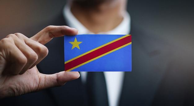 Homem negócios, segurando, cartão, de, democrático, república congo bandeira
