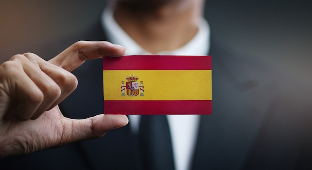 Homem negócios, segurando, cartão, de, espanha, bandeira