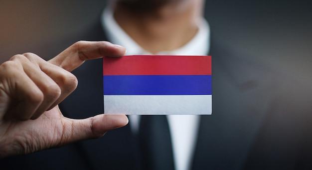 Homem negócios, segurando, cartão, republika, srpska, bandeira