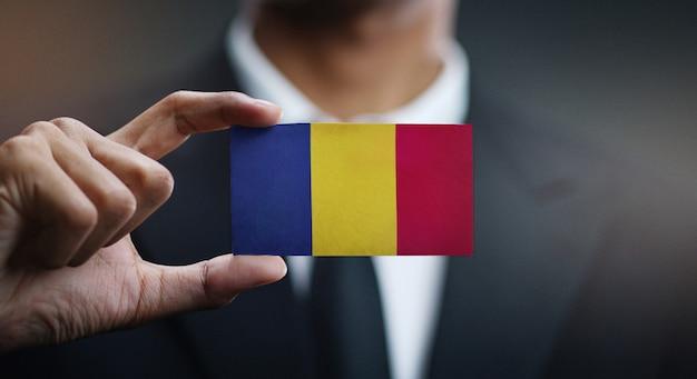 Homem negócios, segurando, cartão, romania, bandeira