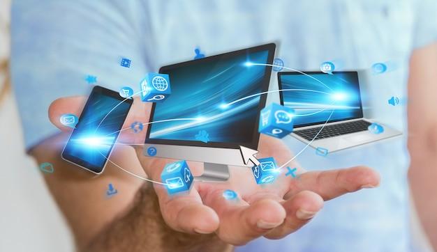 Homem negócios, segurando, tech, dispositivos, em, seu, mão