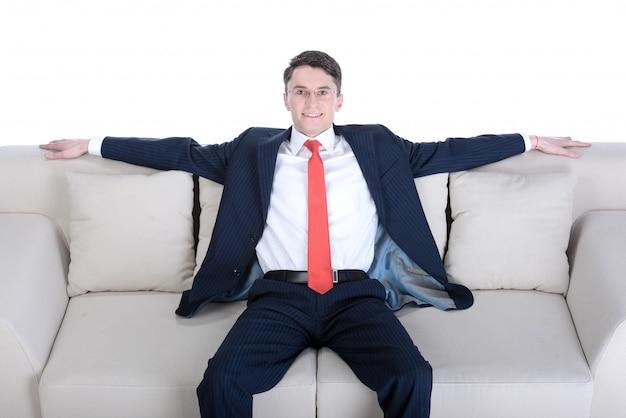 Homem negócios, sentar sofá, isolado, branco