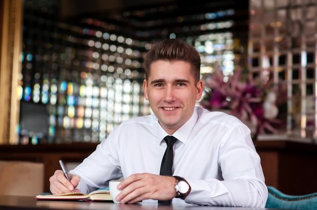 Homem negócios, tabela