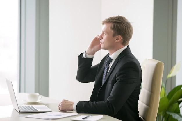 Homem negócios, tendo, phonetalk