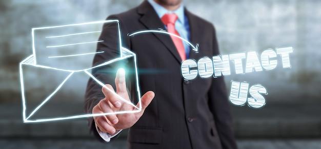 Homem negócios, tocar, manuscrito, contato, ícone, com, seu, dedo