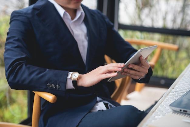 Homem negócios, trabalhando, escrivaninha, escritório, negócio