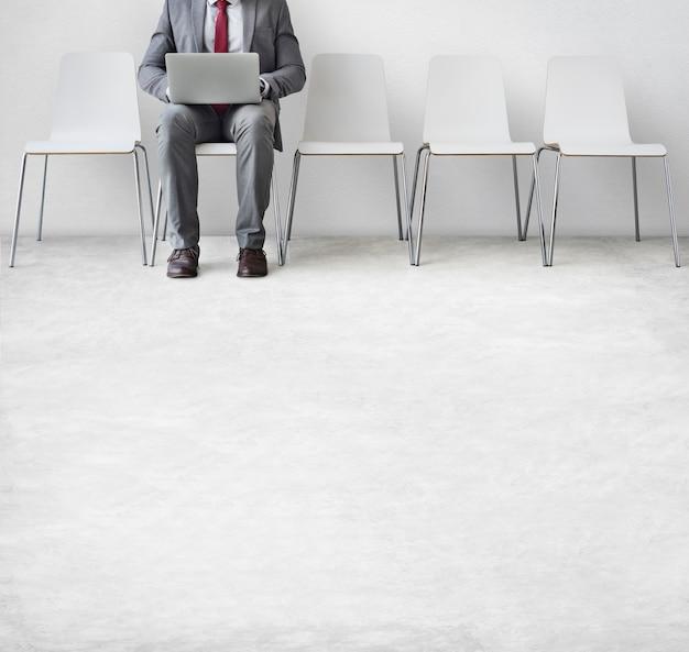 Homem negócios, usando, laptop, conexão, comunicação, conceito