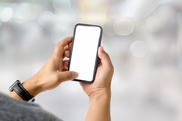Homem negócios, usando, móvel, telefone telefone esperto da tela vazia para a montagem da exposição gráfica.