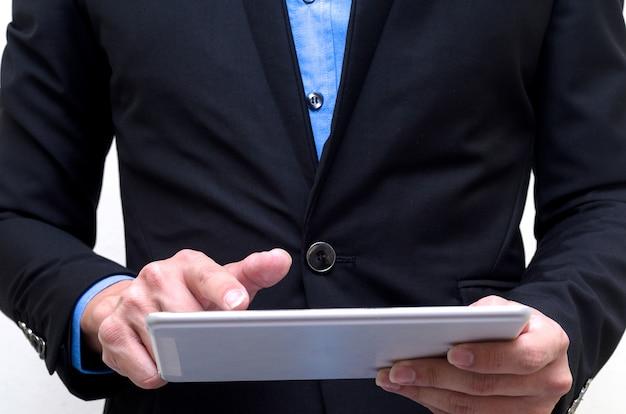 Homem negócios, usando, tabuleta, com, isolado