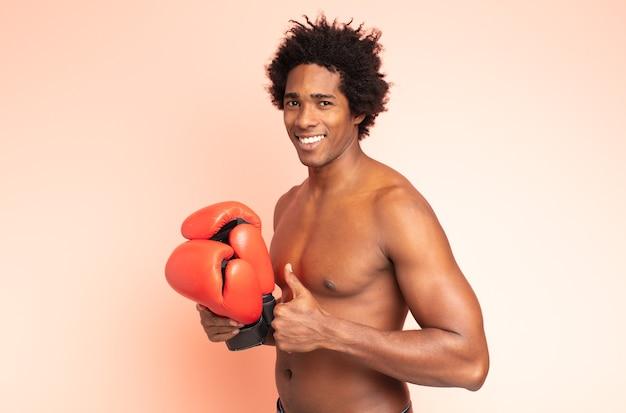 Homem negro afro boxe