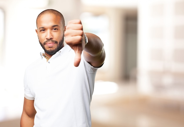 Homem negro expressão de raiva