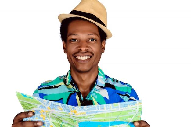 Homem negro, segurando o mapa no studo.