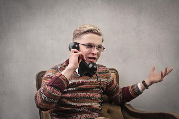 Homem no telefone