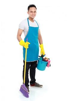 Homem oferecendo serviço de limpeza