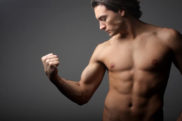Homem, olhar, seu, bíceps