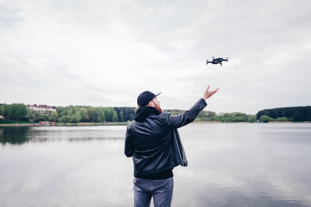 Homem, operando, /, voando, com, drone