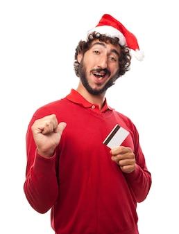 Homem orgulhoso com cartão de crédito Foto gratuita