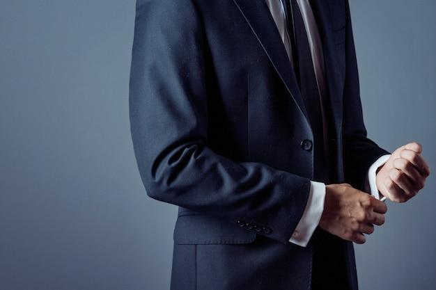 Homem, paleto, cinzento, mãos, closeup