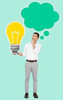 Homem pensativo com um ícone de lâmpada