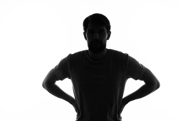 Homem perplexo gesticulando com as mãos, emoções, silhueta branca