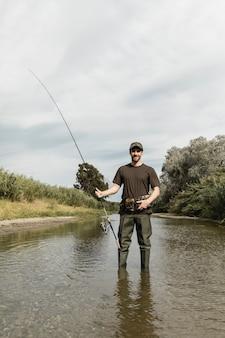 Homem, pesca, em, a, rio