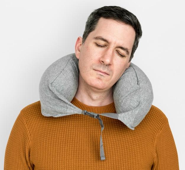 Homem pescoço pilow confortável dormir relaxamento