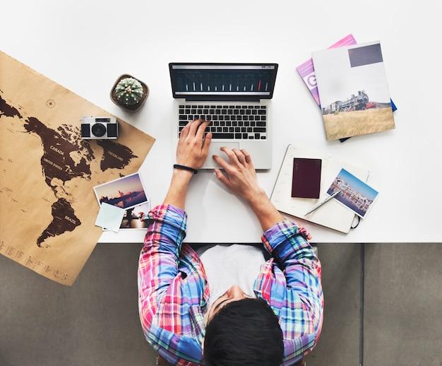 Homem, planejando, viagem, mapa, pesquisa, conceito