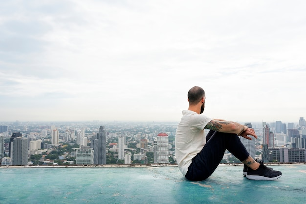 Homem, prática, ioga, ligado, a, telhado