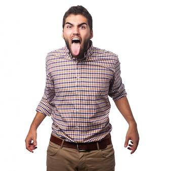 Homem que fura para fora sua língua