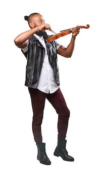 Homem que joga um violino