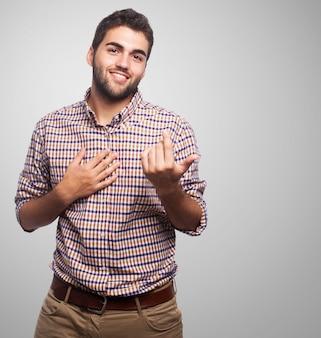 Homem que mostra o gesto convidando
