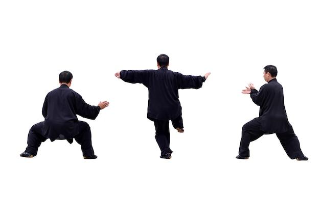 Homem que pratica diferentes movimentos de karatê