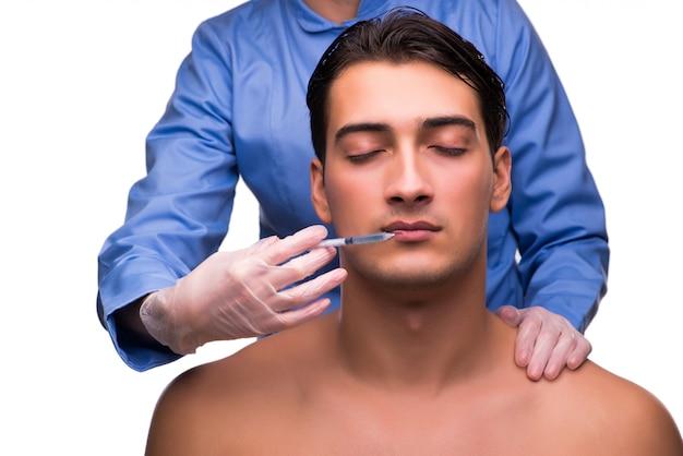 Homem recebendo injeção
