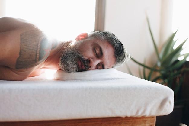 Homem, relaxante, com, um, tratamento spa