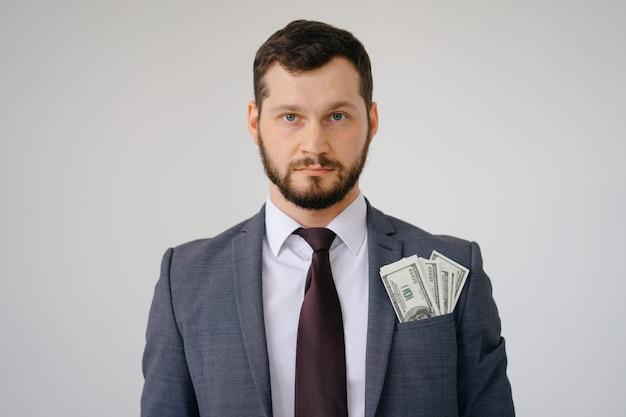 Homem rico na jaqueta