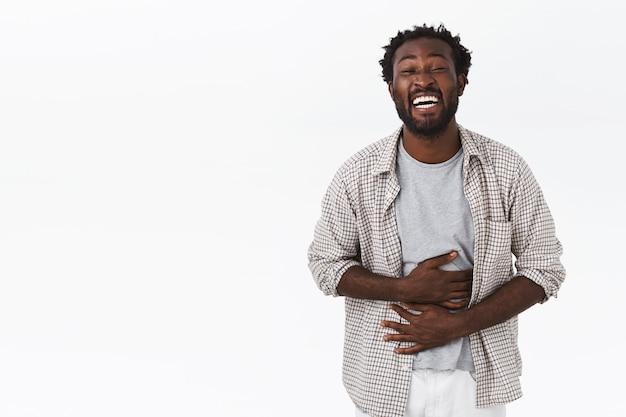 Homem rindo