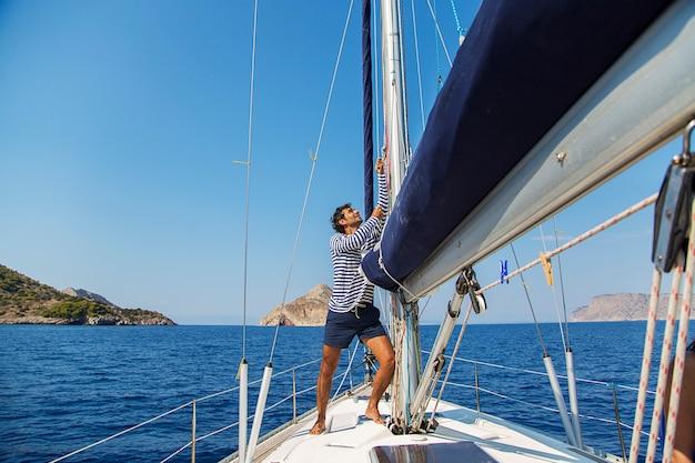 Homem, sailboat