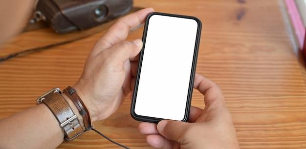Homem, segurando, tela em branco, móvel, esperto, telefone