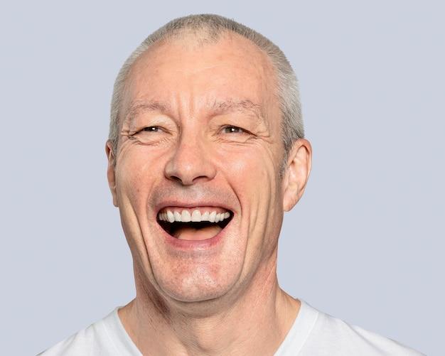 Homem sênior alegre, retrato de rosto sorridente
