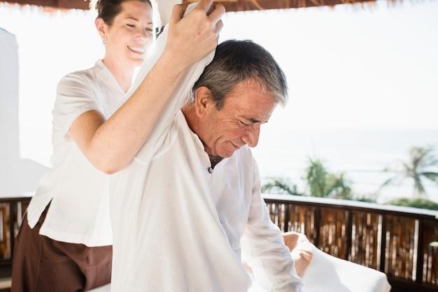Homem sênior, tendo, um, massagem