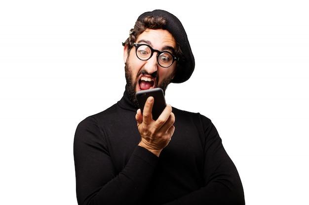 Homem shouting para um telefone móvel