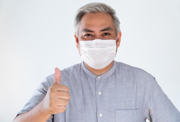 Homem sob máscara facial cobrindo a boca e nariz. vírus corona ou conceito covid-19.