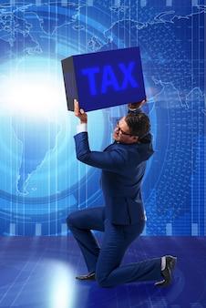 Homem sob o peso do pagamento de impostos