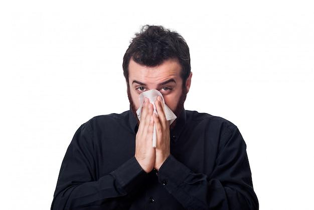 Homem, soprando, seu, nariz, em, um, tecido