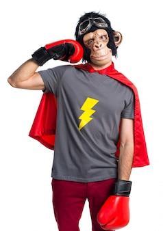 Homem super-herói macaco