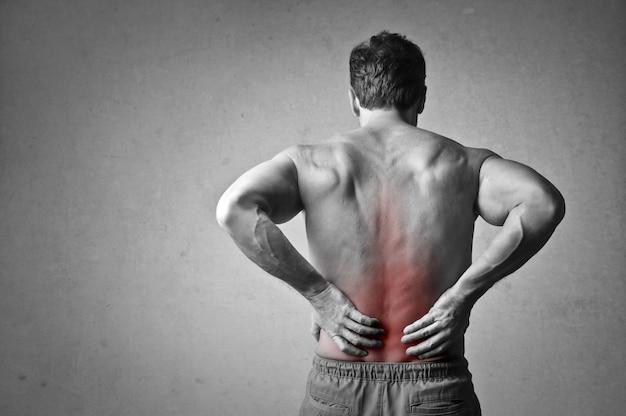 Homem, tendo, costas, dor