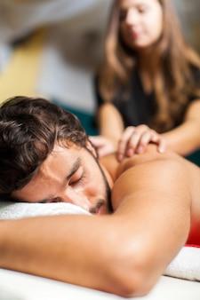 Homem, tendo, massagem