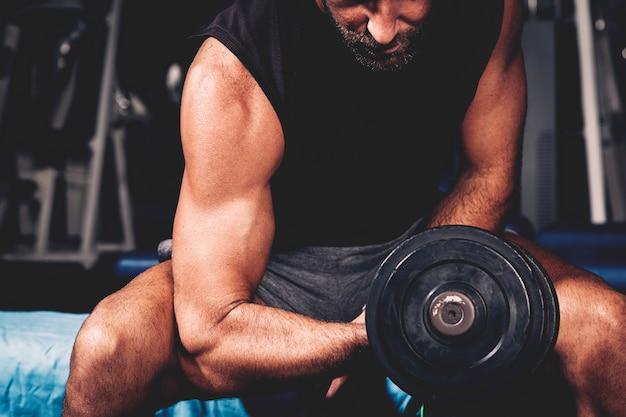 Homem, treinamento, em, ginásio